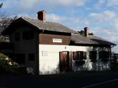 Dom prije zamjene krova 2013.